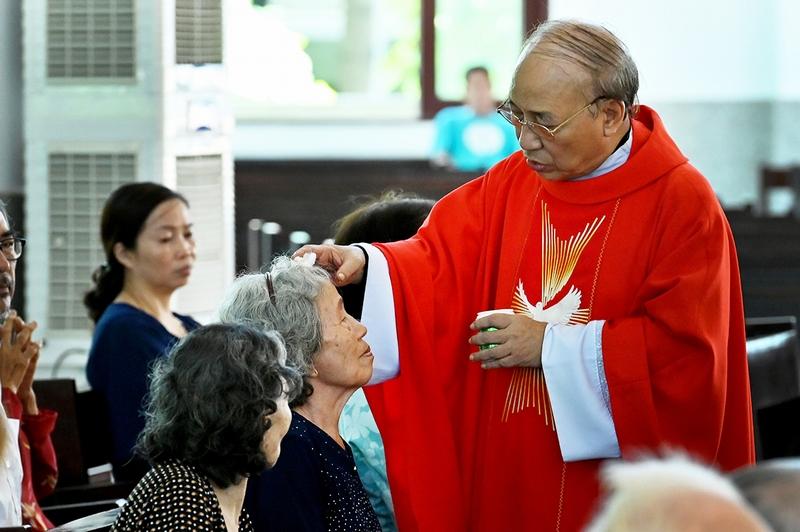 Giáo xứ Đồng Tiến: Lễ xức dầu bệnh nhân