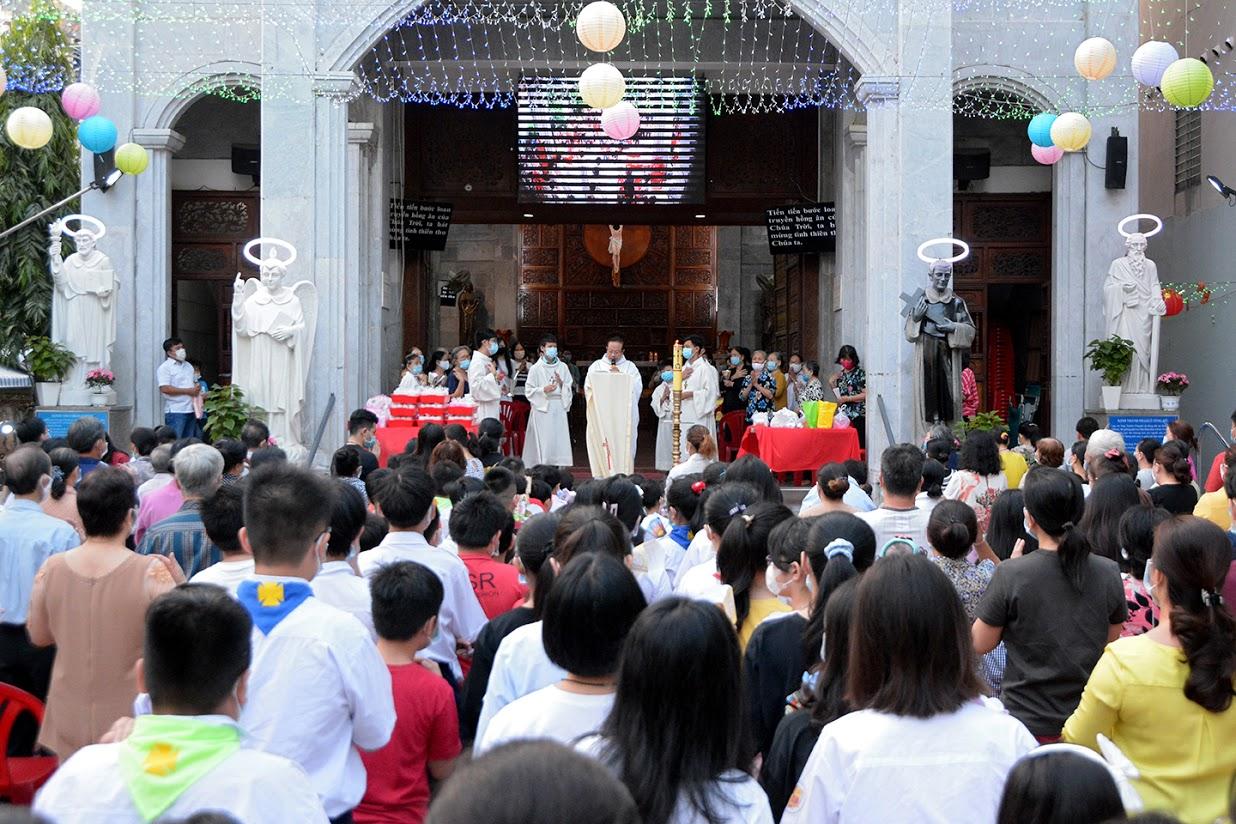 Giáo xứ Vĩnh Hòa: Lễ Đức Mẹ Dâng Chúa Giêsu trong Đền thờ ngày 2-2-2021