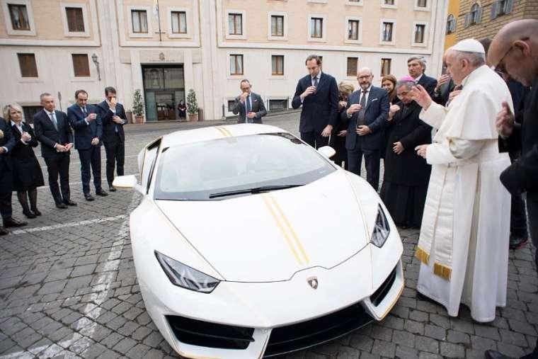 ĐTC bán chiếc Lamborghini để giúp các cộng đoàn ở Iraq