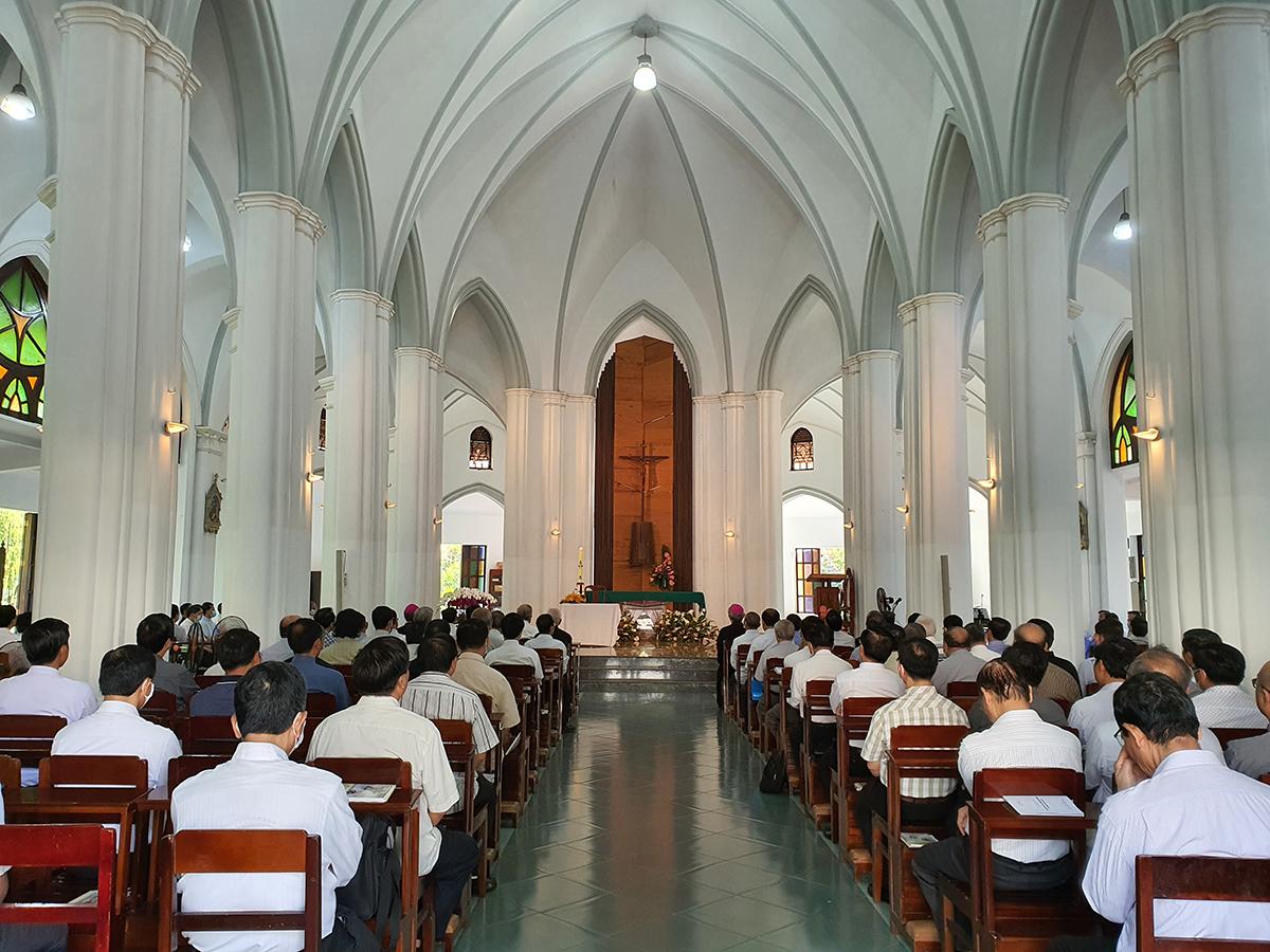 Linh mục đoàn TGP Sài Gòn tĩnh tâm tháng 4-2021