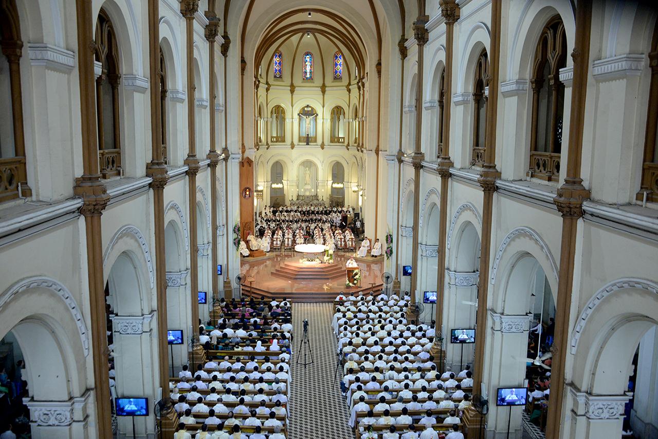 Tòa Tổng Giám mục Sài Gòn: Thông báo về việc theo dõi Thánh lễ trực tuyến
