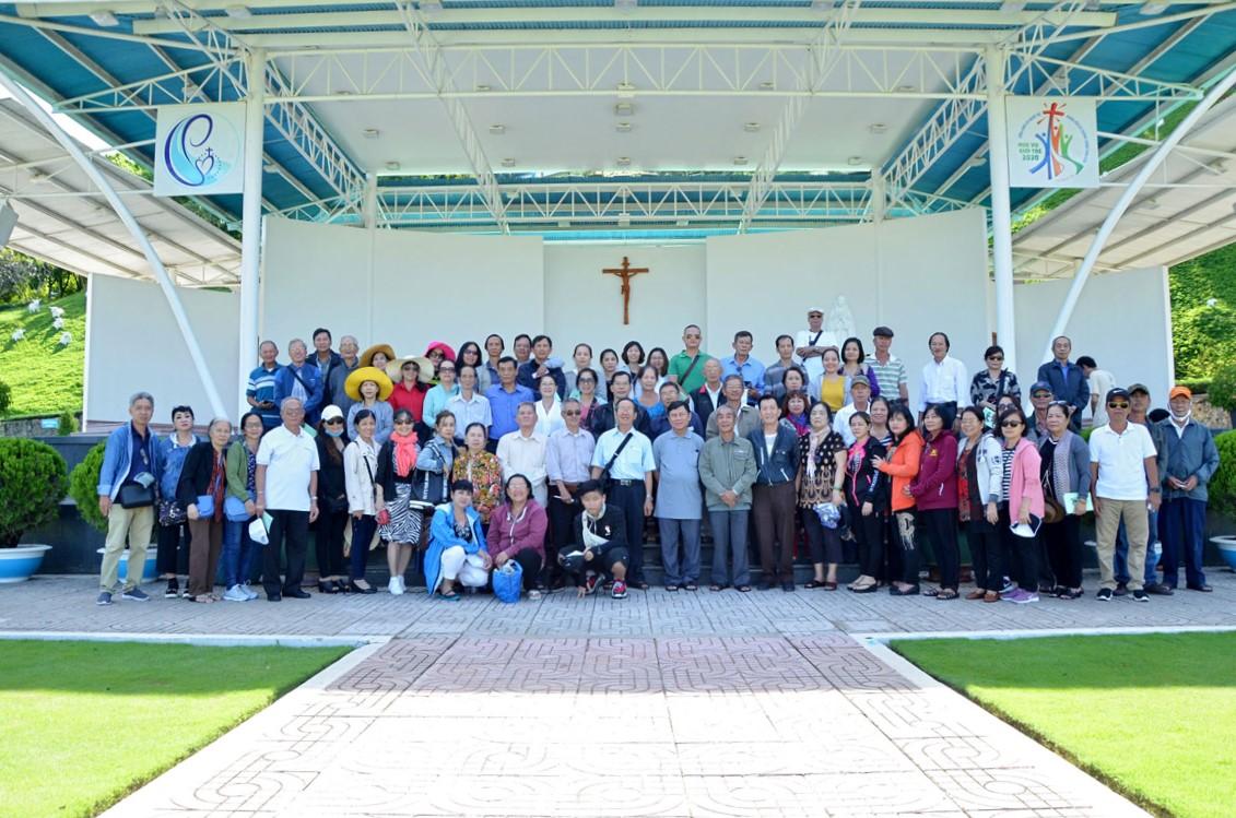 Gia đình Phạt tạ Thánh Tâm hạt Phú Thọ: Hành hương Đức Mẹ Tàpao ngày 11-7-2020