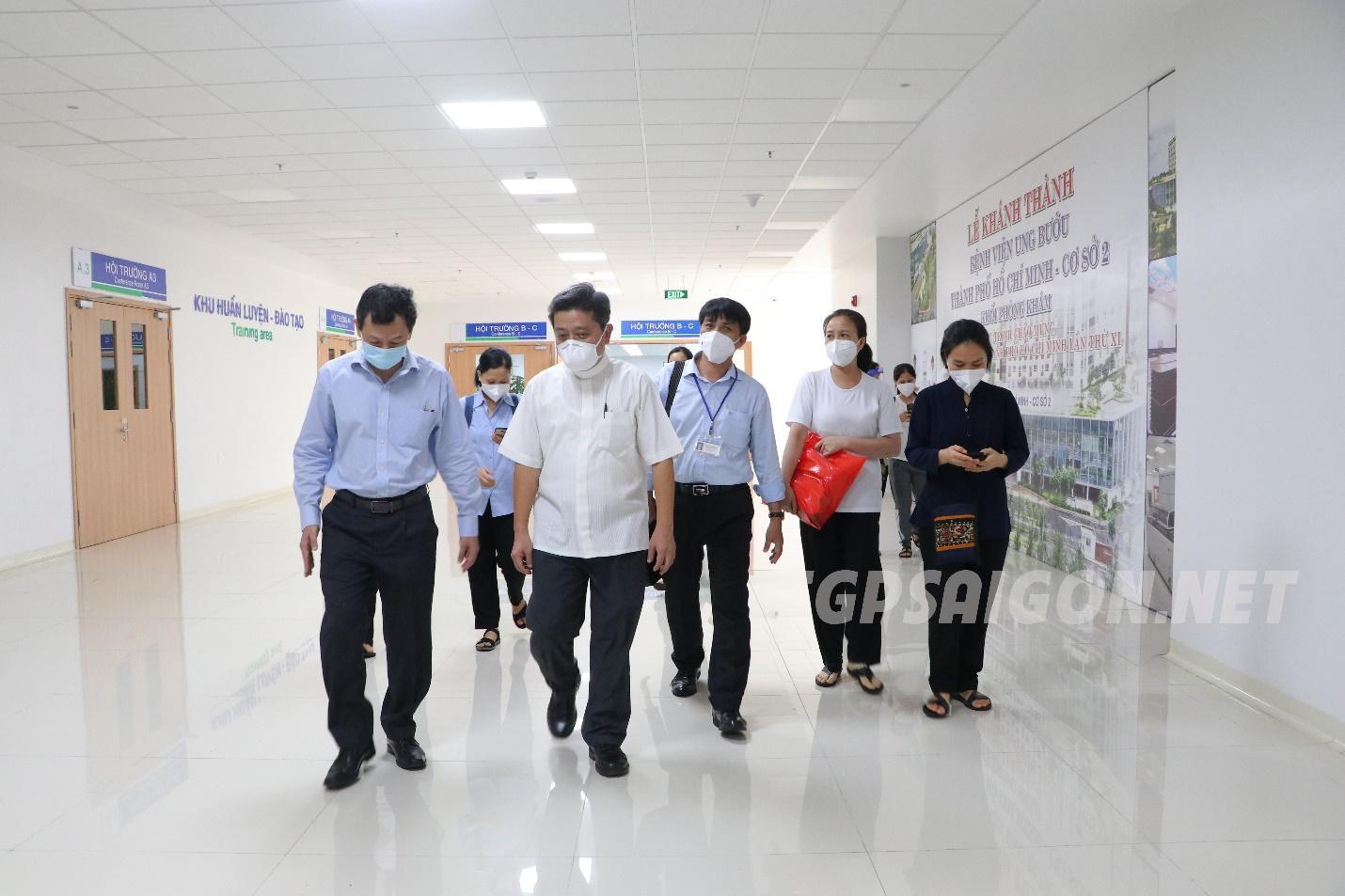 Ban Giám đốc Bệnh viện Chợ Rẫy và Đại diện Tòa Tổng Giám mục thăm các Tu sĩ phục vụ bệnh nhân Covid