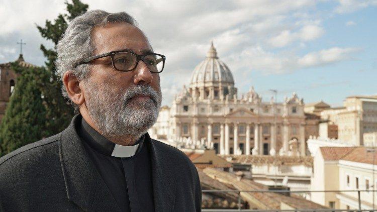 Toàn văn bài phỏng vấn Bộ trưởng Bộ Kinh tế Tòa Thánh
