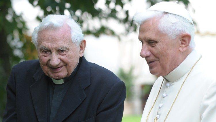 Đức nguyên Giáo hoàng Biển Đức về Đức thăm anh đang bệnh nặng