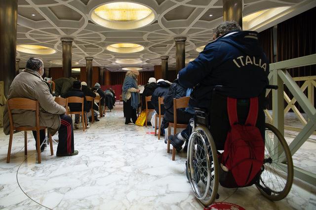 Những người vô gia cư được tiêm vắcxin Covid tại Vatican