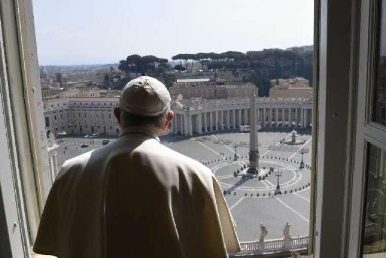 Kinh Lạy Cha vào trưa Lễ Truyền Tin, Phép lành Urbi et Orbi vào thứ Sáu tới và các sáng kiến cầu nguyện