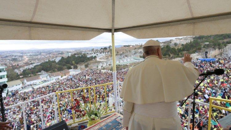 Số tín hữu Công giáo gia tăng: 1 tỷ 345 triệu