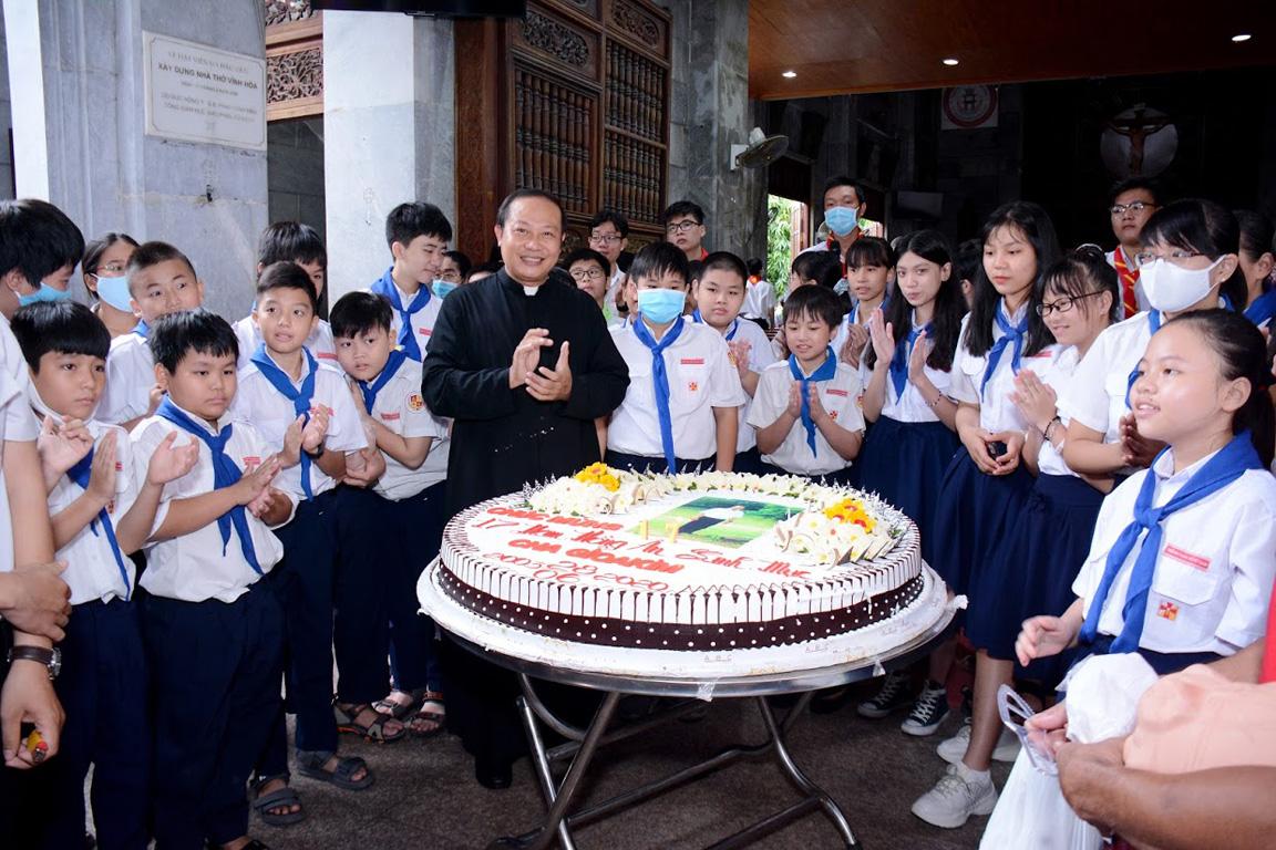 Giáo xứ Vĩnh Hòa: Kỷ niệm 17 năm Linh mục cha sở 28-6-2020